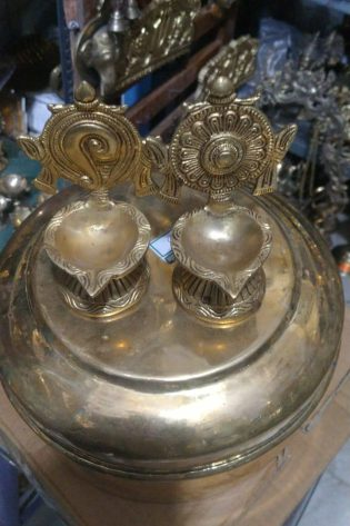 Sangu Chakra Brass Lamp